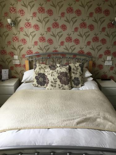Double room-Classic-Ensuite with Shower-Street View-Mautby - Base Rate