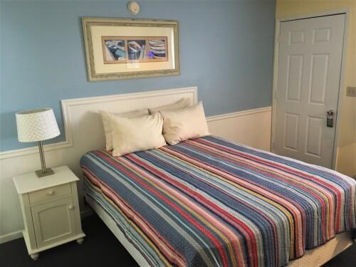 Lake View Queen Bed 2nd Floor - No pets