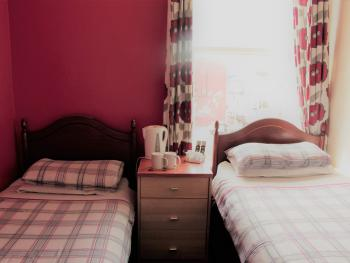 Twin room-Standard-Shared Bathroom- (2 single beds)