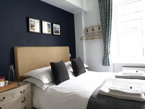 Double room-Standard-Ensuite with Shower-Shared toilet - Room Only