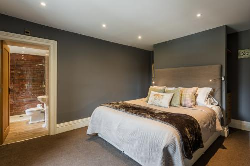 Double room-Ensuite with Shower - Base Rate