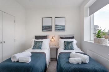 King / Twin En-Suite Bedroom