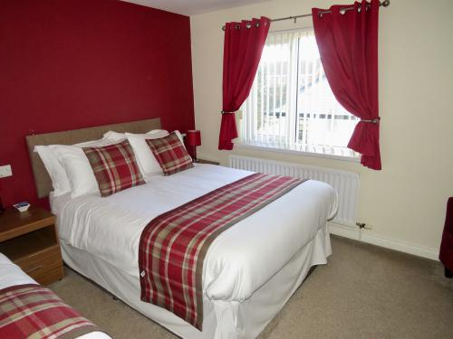 Room 1: 1x Double Bed, 1x Single Bed with En-Suite