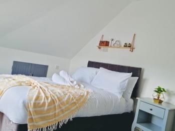 3 bedroom apartment near Birmingham airport  -