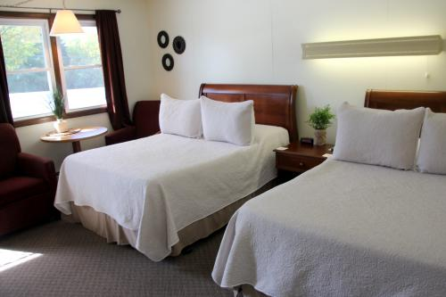 09 -2 full size beds-Double room-Standard-Ensuite - Base Rate