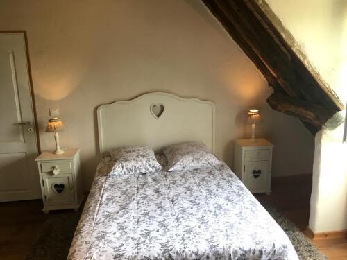 SUITE GLYCINE / Salon + chambre / baigoire d'Angle