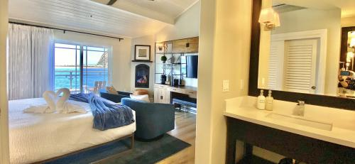 CAPTAIN Oceanfront King-Suite-Panoramic-Ocean View-Private Bathroom