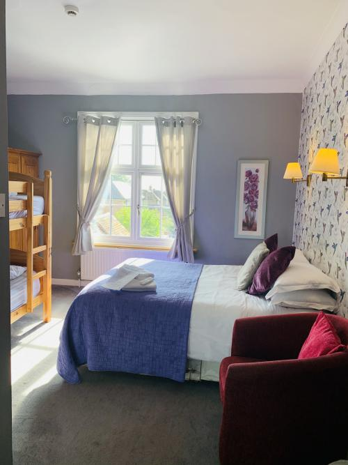 Family room-Ensuite with Shower-1 Double & 2 Single beds