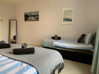 Regent Park Apartment 2 -