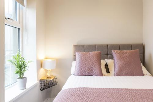1.Bedroom -Ensuite-Apartment-Street View - Base Rate