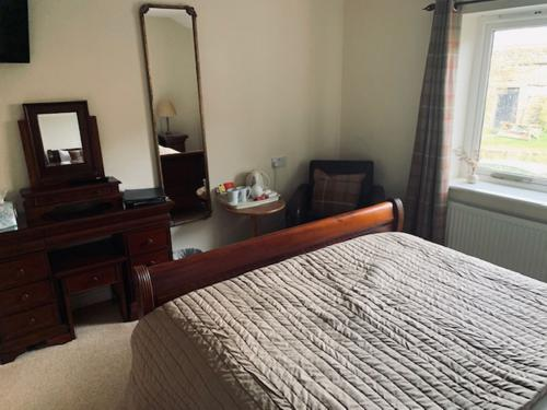 ROOM 11-Double room-Luxury-Ensuite with Shower-Countryside view