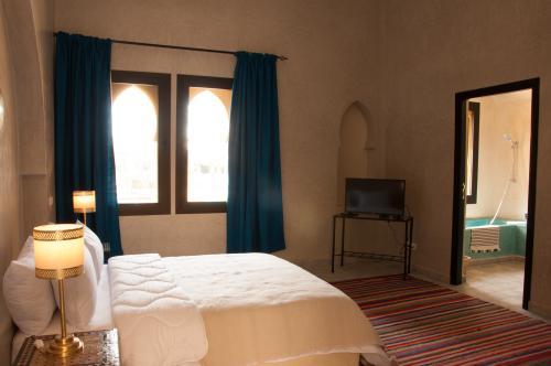 Suite-de Luxe-Salle de bain-Vue sur la cour-Suite Junior étage