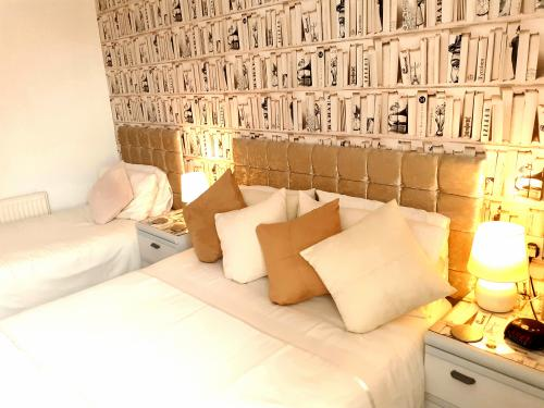 Triple room-Comfort-Ensuite with Shower-Courtyard view-Room 6 - Base Rate
