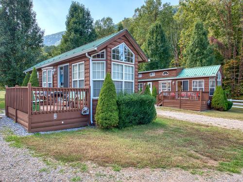 Wild Turkey-Log Cabin-Standard-Private Bathroom-Mountain View