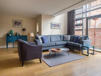 Apartment-Luxury-Ensuite with Bath-Landmark view - Base Rate