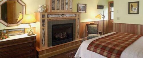 Deluxe East Lodge Room-Queen-Ensuite