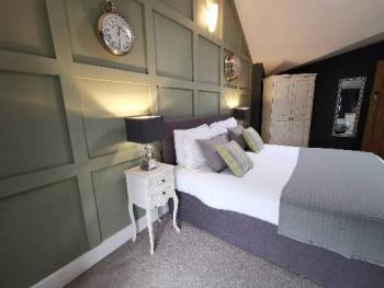Cottage-Executive-Ensuite-Garden View-Luxury 2 bed Holiday Let