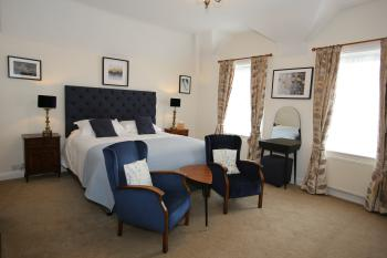 Room 7 - Super kingsize bed and seating