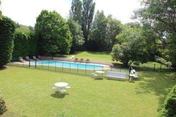 MaisonMaya_vue sur la piscine du premier étage de la maison Maya