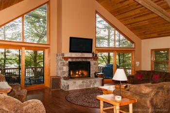 Majestic Pines Lakeside Lodge -