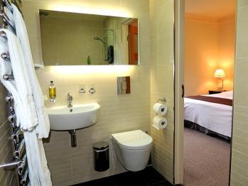 Watersmeet Ensuite wet room (Room 3)