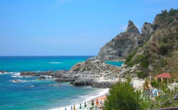 Traumstrandabschnitt Tropea mit Bucht © Ferienwohnung Casa Belle Vacanze