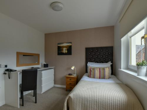 Single room-Standard-Ensuite with Shower