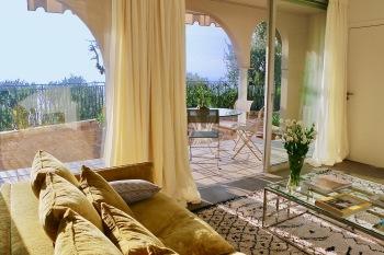Appartement dans villa rez de jardin vue mer