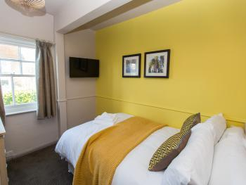 Double room-Economy-Ensuite with Shower-Small Double - Base Rate