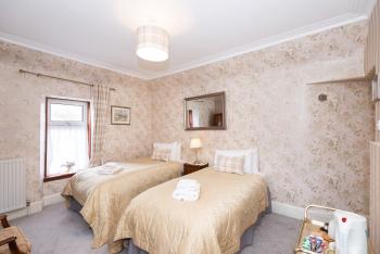 Superior Twin bedroom with ensuite bathroom