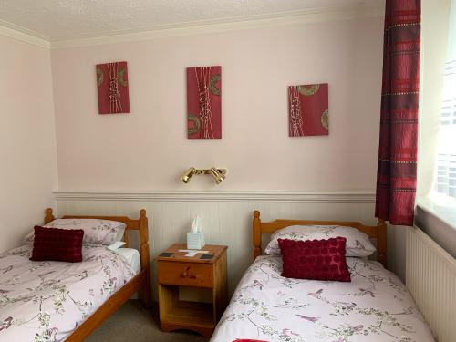 Twin room-Classic-Ensuite-Small - Base Rate
