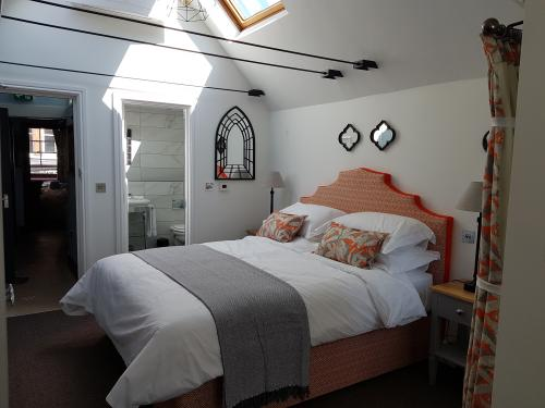 Double room-Deluxe-Ensuite with Shower-Street View-Townhouse  - Base Rate