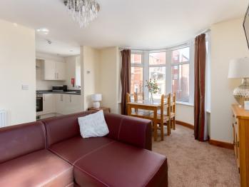 Apartment 7 Lounge