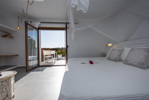 Matrimonial Bed-Suite-Bathroom with shower-Terrace-Aigua Dolça
