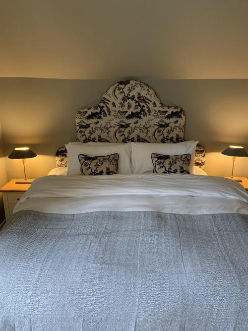 Twin room-Deluxe-Ensuite with Bath-Countryside view-Room 1 - Base Rate