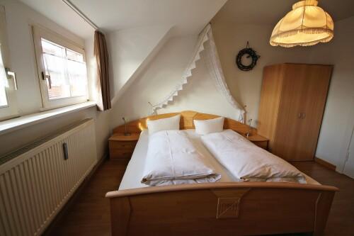 Doppelzimmer-Economy-Ensuite Dusche-Stadtblick