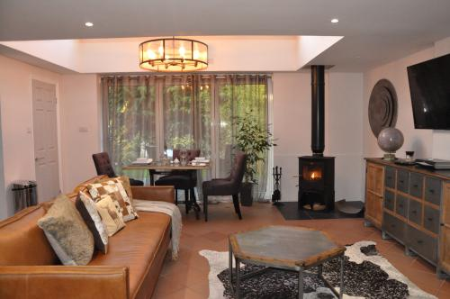 Luxury One bedroom Hide Away with log burner
