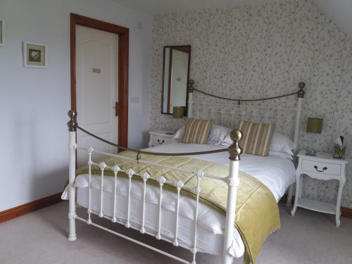 Double room-Ensuite-Bath with Shower - Base Rate