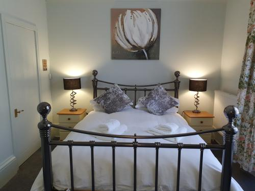 Marigold Room-Luxury-Double room-Ensuite with Shower-Garden View - Base Rate