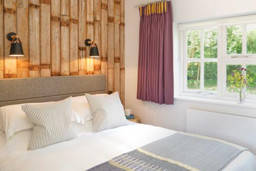Double room-Superior-Ensuite with Shower-River view-Avon - Base Rate