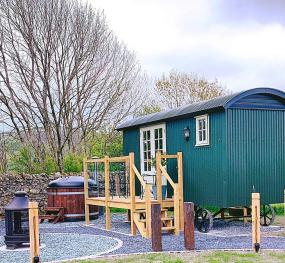 Buttercup - Luxury Shepherd Hut with Wood Fired Hot Tub