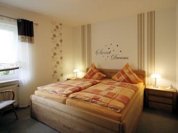 Schlafzimmer - mit großem King Size Bett - 2 Meter Breit