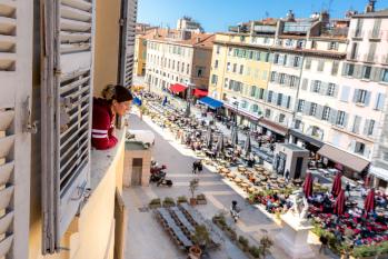 vue sur les terrasses du Cours Estienne d'Orves