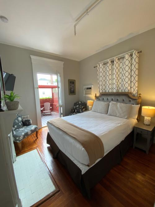 THE HOUSE 19 QUEEN-Double room-Ensuite-Standard - Base Rate
