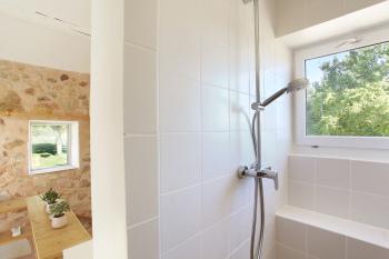 Salle de bain qui donne sur la chambre
