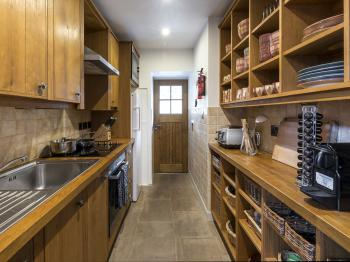 Fully equipped kitchen in cottage Ghillie's Rest