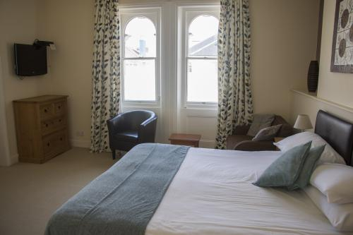 Double room-Superior-Ensuite-City View-Superior Double/Twin - Base Rate