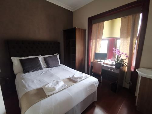 Double room-Shared Bathroom-Basic Double Room - Base Rate