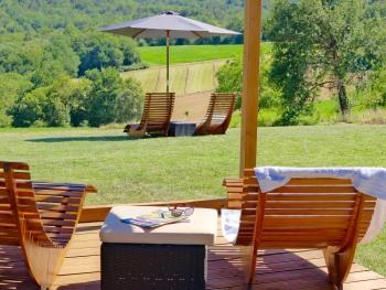 Villa Lascaux - Relaxing under the pergola
