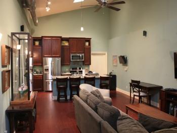 Ground Floor-Apartment-King-Ensuite-Patio